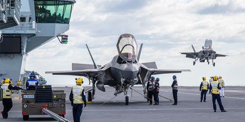 终于不用借战机了!英军F-35B第一下降女王号航母