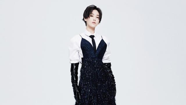张馨予最新杂志封面诠释短发风情 黑白配酷炫摩登很高级