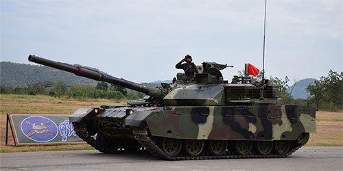 泰装甲兵接受检阅 两代中国造坦克全部亮相