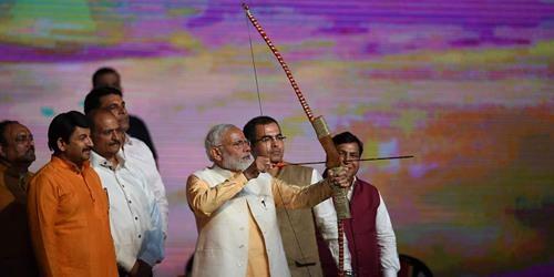 印度总理莫迪现身十胜认输节庆祝活动 现场要面临破碎了拉弓引瞩目