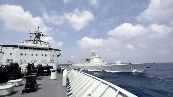 海军第33批护航编队首次进行海上补给