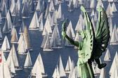 意大利举办传统Barcolana帆船赛 场面壮观