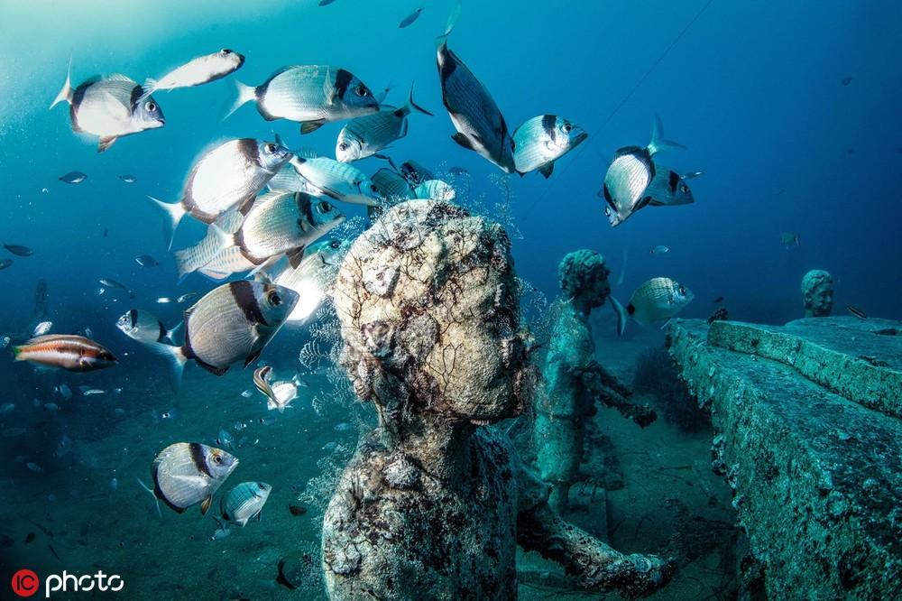 117座雕塑造型不一 这是一座不容错过的水下博物馆