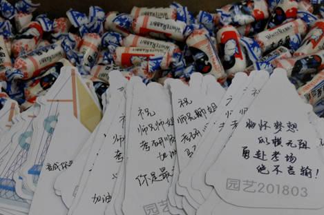 助力考研!高校学生为考研生送120份暖心礼物