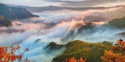 """""""道源圣地""""崆峒山云遮雾盖 层林尽染"""