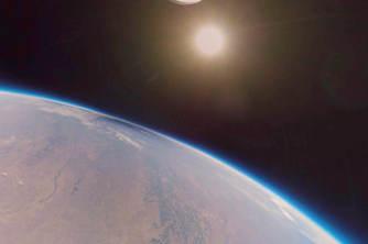 美公司送一台全景相机冲出地球