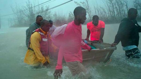 """飓风""""多里安""""袭击巴哈马 大量民众被困"""