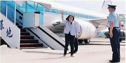 """蔡英文专机机长被曝""""家暴、酗酒"""" 台网友:居然没坠机"""
