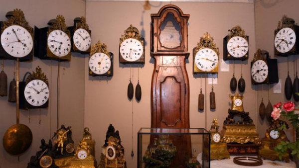 世界最准时的地方 博物馆收藏近500摆钟