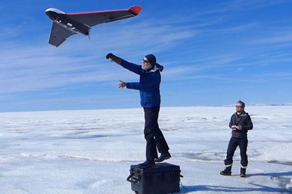 科学家使用定制的无人机调查格陵兰冰原