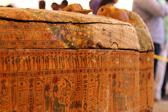 埃及尼罗河西岸发现30个保存完好的古木棺