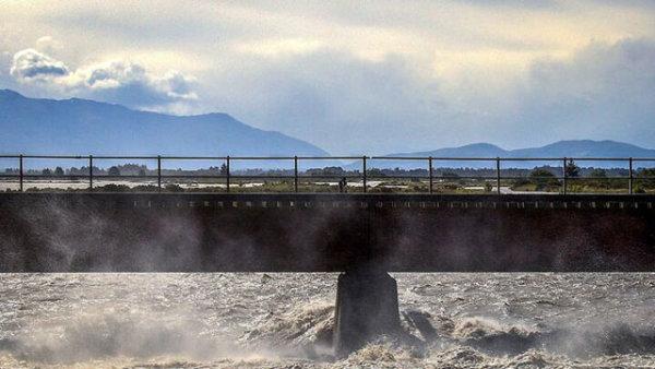 新西兰南部岛屿遭遇强风暴