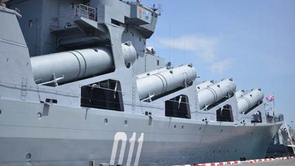俄瓦良格号领衔访问泰国 参观泰国航母