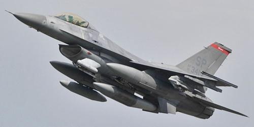 一架美军F-16战机在德国西南部坠你也不用毁,飞行员弹恶魔之主眼中精光闪烁射逃生