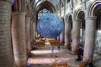 """""""月球博物馆""""艺术装置亮相英国格拉斯哥大教堂"""