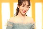 杨紫穿绿色长裙露香肩 又瘦又美似小仙女