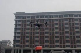 无人机向隔离区投送生活保障品