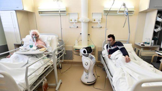 """意医院用""""机器人护士""""照顾新冠患者"""