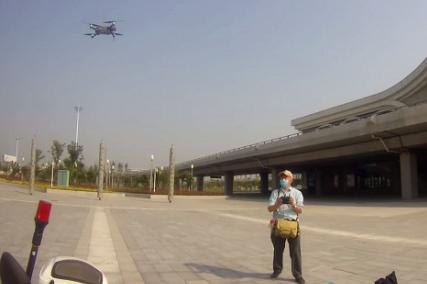 高铁站旁私飞无人机 铁警及时制止