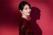 刘涛穿酒红色长裙大气温婉 精致盘发端庄典雅