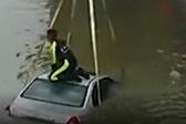 车辆落水如何自救