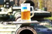乌克兰坦克表演端酒杯