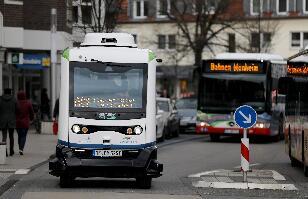 德国小镇无人驾驶公共汽车上路测试