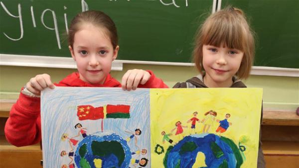 远方的祝福——白俄罗斯儿童为中国加油
