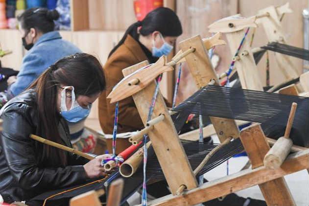 重庆黔江:扶贫车间有序复工
