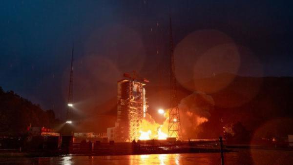 """中国首颗商业通信卫星""""亚太6D""""成功发射"""