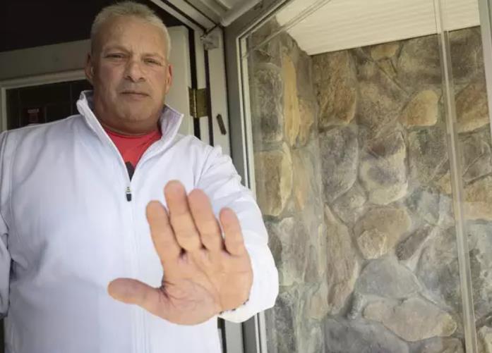 美国父亲拒绝度假归来儿子回家:给你钱和吃的,别进门!