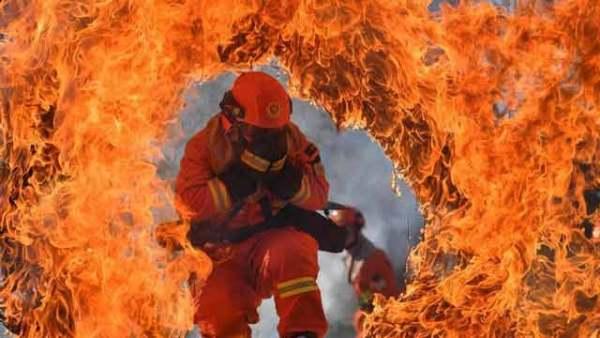 云南迪庆森林消防开展实战训练