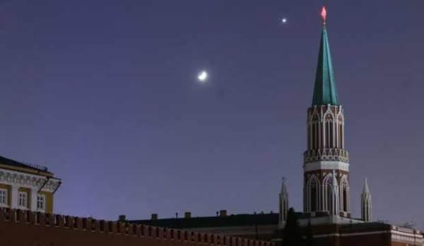 """莫斯科夜空的""""金星伴月"""""""