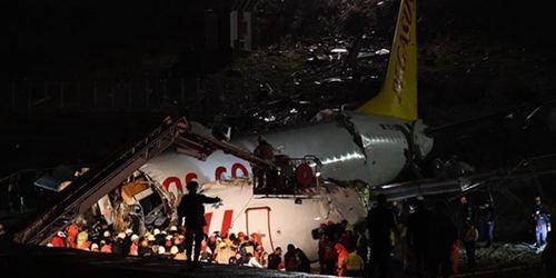 土耳其一客机降落时滑出跑道 至少120人受伤