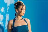 贝拉·哈迪德亮相巴黎男装周观秀大方秀蚂蚁腰