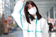孟子义戴口罩现身机场 齐刘海造型清纯减龄