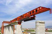 我国首台1000吨级高铁箱梁运架一体机投入使用