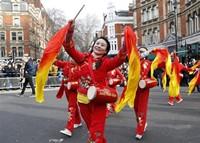 伦敦举行新春巡游庆祝中国农历新年