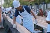 印度1500名烘焙师做出6.5公里长蛋糕