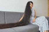 印度少女十年未剪头发长1米9 曾创世界纪录