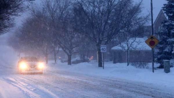 加拿大多伦多遭暴风雪袭击