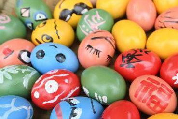 吃清明粑、画彩蛋 重庆民众感受传统文化
