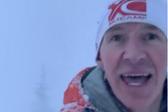 男子湖边跑步遭遇雪崩淡定边跑边拍逃跑过程