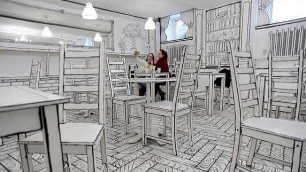 """俄圣彼得堡开了家""""黑白咖啡馆"""""""