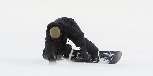 奥兰多·布鲁姆飞往滑雪秀运动技能不慎跌倒