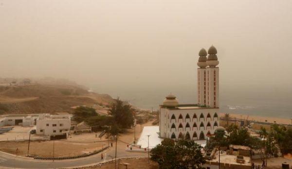 """天空变""""橙色""""!塞内加尔遭沙尘袭击"""