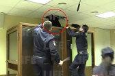 哭笑不得!俄罗斯一男子法庭上当着警察面越狱
