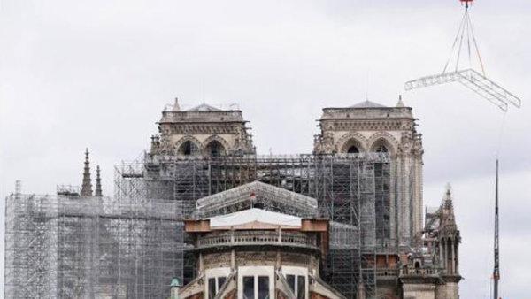 法国考虑将原样重建巴黎圣母院塔尖