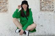 沈梦辰穿绿色卫衣搭配同色短裤 俏皮可爱美腿修长