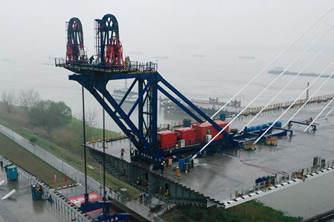 南京长江第五大桥南塔边跨完成全部梁段安装任务